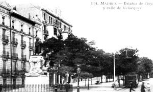 Estatua de Goya y calle  Velazquez