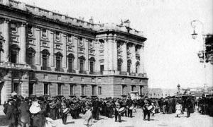 Los Alabarderos saliendo de Palacio