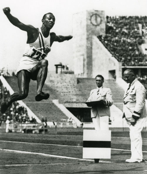 1936_Owens_win_Olympic_jump