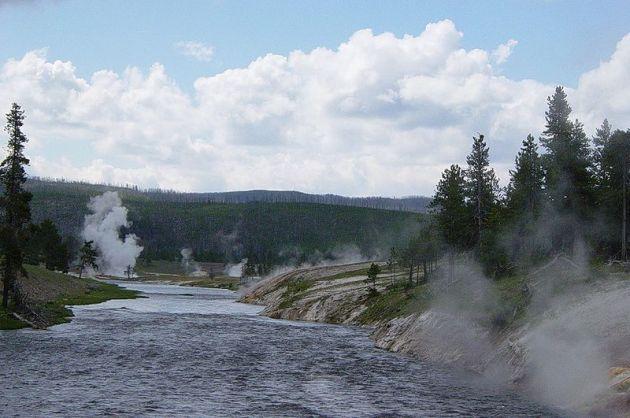 Río Firehole cerca del géiser Excelsior
